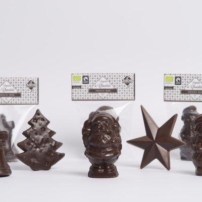 Figuras de navidad de chocolate negro ecológico