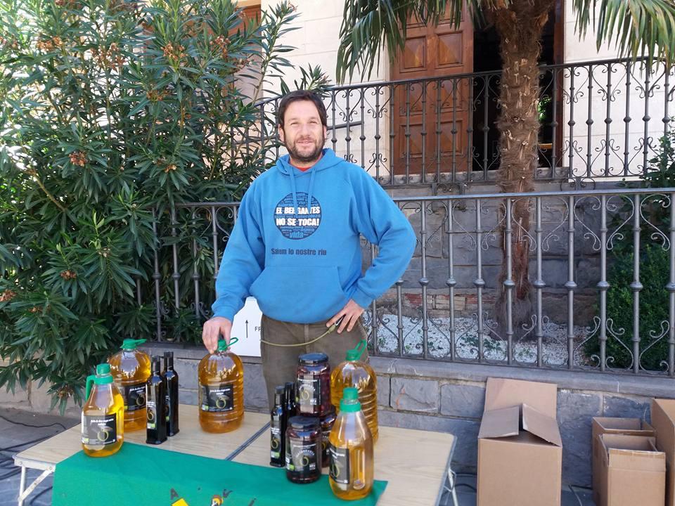 Dani, integrante de Ecomatarranya. Aceite de Oliva Virgen Extra ecológico en el Matarraña (Teruel).